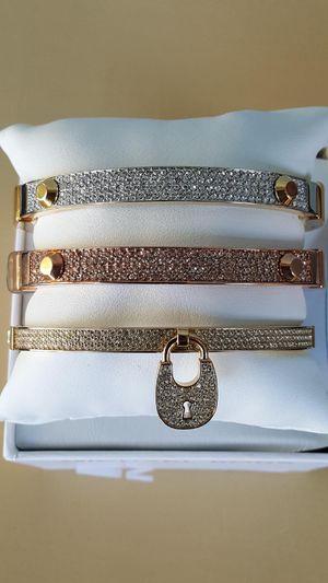 New Authentic Michael Kors Women's Goldtone Bracelet 🌹🌷🌹🌷🌹 for Sale in Pico Rivera, CA