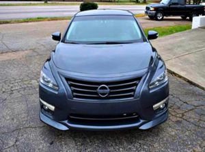 CARFAX ONE OWNER2O13 ALTIMA for Sale in Clinton, IL