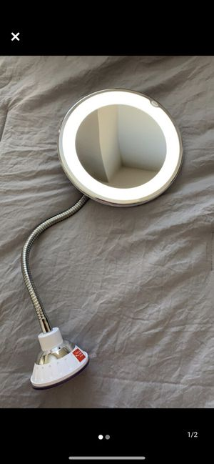 Mirror with Ring Light for Sale in Miami, FL