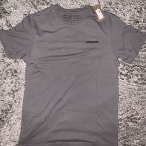 NEW Patagonia Men's Gray S/S Logo T Shirt Slim Fit Small for Sale in Chicago, IL
