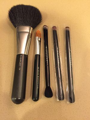 Makeup Brushes (Powder Brush | Concealer Brush | 3 Eyeshadow Brushes) for Sale in Irvine, CA