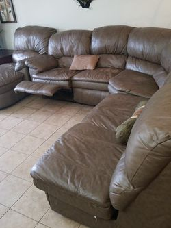 Beautiful Leather Sofa Bed Sectional Recliner Brown Large for Sale in FL,  US
