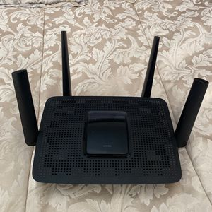 Linksys AC2200 Tri Band Wireless and Ethernet Router, Black (EA 8300) for Sale in Long Beach, CA