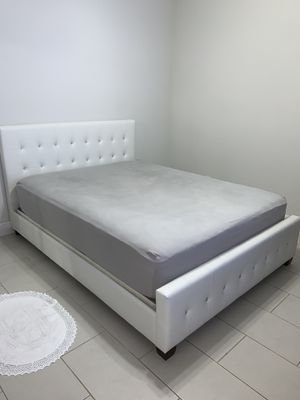 Queen bed frame (Great Condition) for Sale in Pembroke Pines, FL