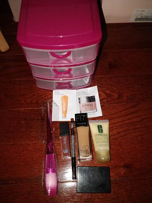 Nwt Makeup Bundle (8) & Makeup Organizer. for Sale in Montebello, NY