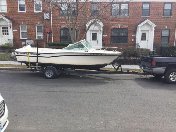 20 feet Grady fish boat