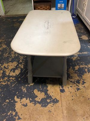 Gray coffee table for Sale in Peoria, IL