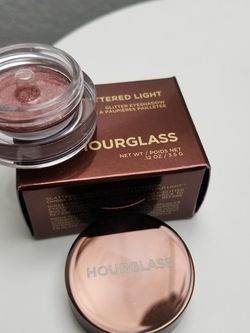 New Hourglass Scattered Light Eyeshadow for Sale in Bellevue,  WA
