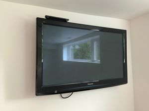 """42"""" Panasonic Viera TV and wall mount for Sale in Seattle, WA"""