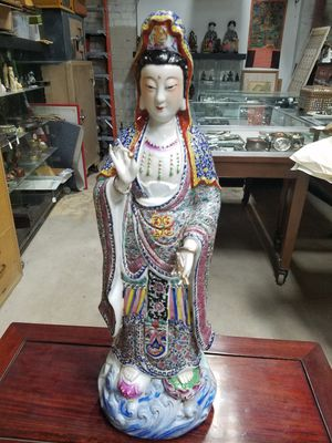 Porcelain Chinese statue for Sale in Glendale, CA
