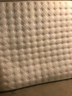 King Size For Free for Sale in Everett,  WA