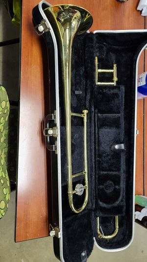 Bundy trombone with case for Sale in Colora, MD