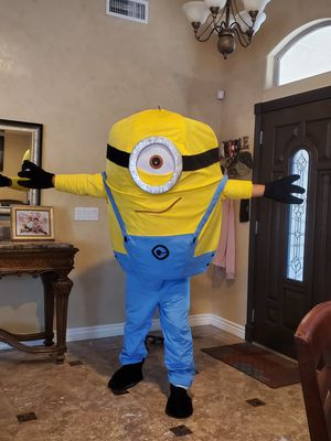 Minion adult costume happy birthday for Sale in Glendale, AZ