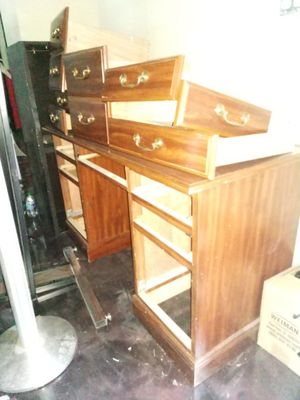 Free Desk for Sale in Woodstock, GA