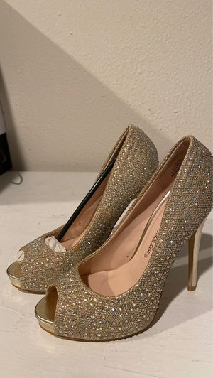 De Blossom Collection heels Sz 6 for Sale in Modesto, CA
