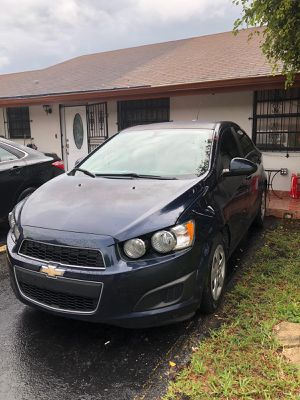 Chevy Sonic 2015 blue for Sale in Hialeah, FL