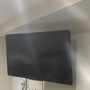 55 Inch TV With Mount for Sale in Marlow Heights, MD