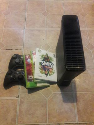 XBOX WITH GAMES. 2 CONTROLLERS for Sale in Seattle, WA