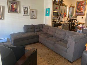 """Grey Sectional couch/Mueble en forma de """"L"""" for Sale in Newark, NJ"""