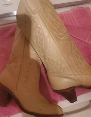 womens cowboy leather boots capezio size 6 .... for Sale in Homestead, FL
