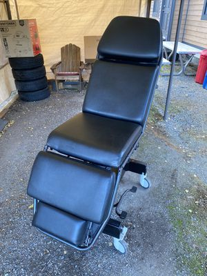 Doctor, hair, tattoo, massage chair for Sale in Puyallup, WA