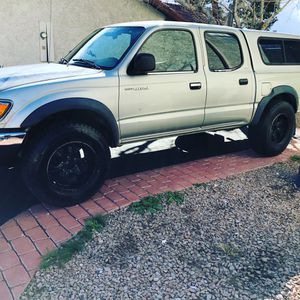 01 to 2005 Tacoma. Short bed camper snap top from dealer for Sale in Las Vegas, NV