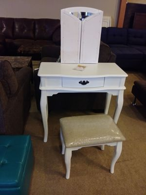 White Wood Vanity With Mirror & Stool for Sale in Phoenix, AZ