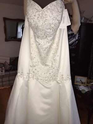 Size 20W David's Bridal Wedding Dress for Sale in Tullahoma, TN