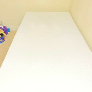 Tufts And Needle Twin Bed Original Mattress( 6 Months Old) for Sale in Quincy, MA