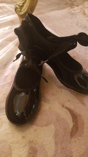 Girls sz 1M tap shoes for Sale in North Providence, RI