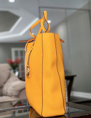 Michael Kors - Mustard Yellow Hand bag for Sale in Downers Grove, IL