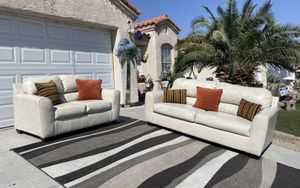 BEAUTIFUL KAYLOR DURABLEND® SOFA AND LOVESEAT COLLECTION ( FREE DELIVERY 🚚) EXCELLENT CONDITIONS SUPER CLEAN for Sale in North Las Vegas, NV