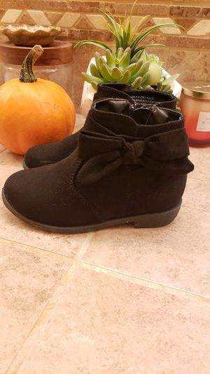 Black toddler booties-size 7.5 for Sale in Rancho Cordova, CA