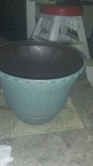 Plant countainer for Sale in Long Beach, CA