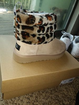 UGG Boots sz 8. Brand New! for Sale in Stone Mountain, GA