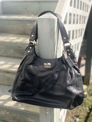 Coach Madison Leather Maggie Shoulder Hobo Bag for Sale in Malden, MA