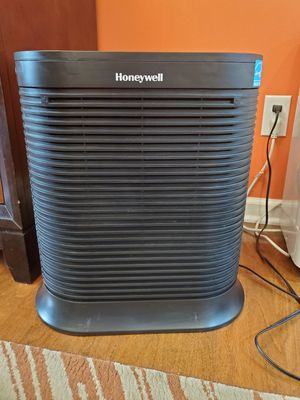 Honeywell air purifier for Sale in Gibsonia, PA