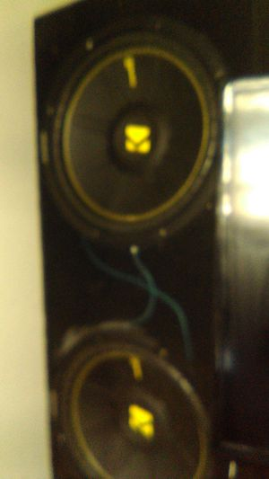 Two kicker comp c and a Alpine v12 amp for Sale in Stockton, CA