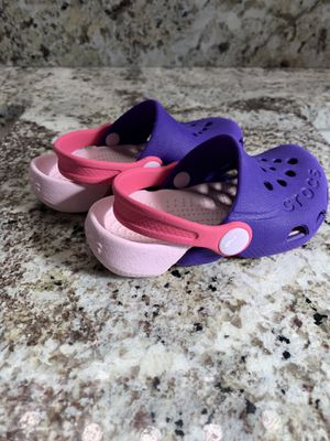 Size 6 toddler crocs for Sale in Wenatchee, WA