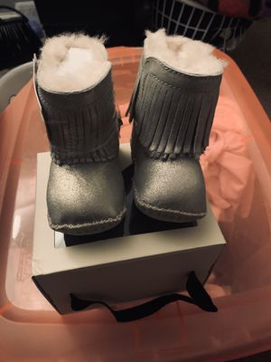 UGGS Kids I Branyon Fringe Metallic Boot for Sale in Camden, NJ