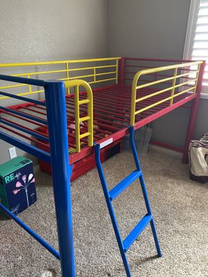 Twin sized bunk bed for Sale in Las Vegas, NV
