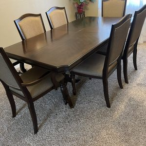 Dinning Table for Sale in Tacoma, WA