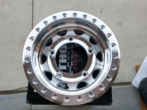 Method MR101 beadlock new race buggy wheels for Sale in Hemet, CA