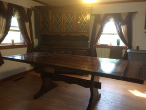 Dining room table with hutch for Sale in Graysville, PA
