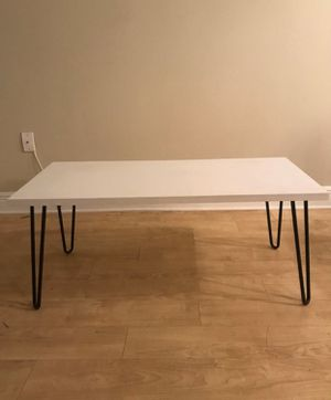 White coffee table for Sale in Miami, FL