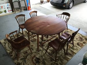Round drop leaf maple Table, dinette w/ 2 arm + 4 chairs, for Sale in Long Beach, CA