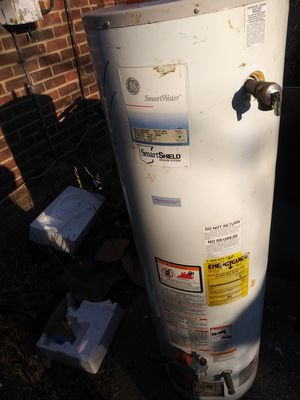 40 gallon water heater for Sale in Detroit, MI