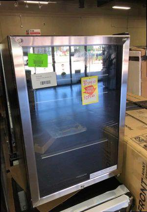 Brand New Frigidaire Beverage Cooler Center (Model:FFBC46L2QS) 6Q6 for Sale in Burbank, CA