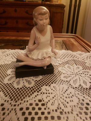 Very Rare Lladro Young Ballerina sitting for Sale in San Antonio, TX