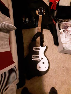 Les paul electric guitar, with small amp, microphone, and pioneer headphones for Sale in Englewood, CO